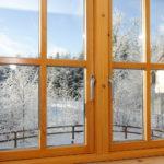 Дует из деревянного окна что делать?