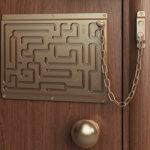 Задвижки и цепочки для дверей: что о них нужно знать?