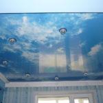 Какие материалы можно использовать для отделки потолка в детской комнате?