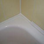 Закрываем щель между стеной и ванной: самые популярные виды бордюров