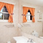 Окно между ванной и кухней, что с ним сделать?