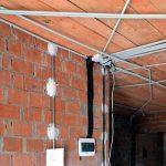 Как правильно скрыть электрические провода в квартире