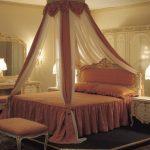 Необычные варианты как повесить балдахин на кровать