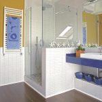 Как сделать раздвижную перегородку в совмещенной ванной-туалете