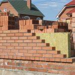 Какой толщины стену лучше не делать при строительстве загородного дома
