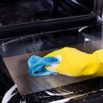 Простой способ чистки стекла духовки от старого жира