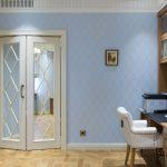 Почему лучше отказаться от стеклянной вставки в двери