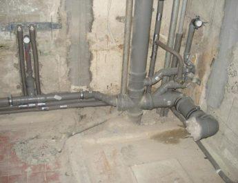 Какие подводные камни ожидают при самостоятельном планировании разводки канализации