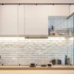 Какой кухонный фартук самый дешевый и практичный