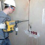 Как при штроблении стены не повредить старую проводку
