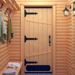 Для чего нужно утеплять банную дверь из сосны