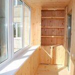 Какими материалами можно дешево обшить балкон
