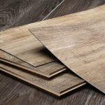 Почему нежелательно укладывать кварцвиниловую плитку на деревянный пол