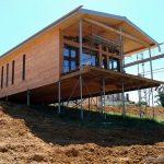 Какой фундамент нужно ставить под дом на участке крутого склона