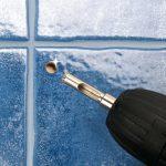 Как отрезать приклеенную плитку на стене