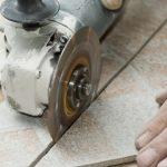 Как нарезать плитку без пыли