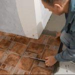 Как вырезать угол в плитке плиткорезом