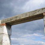 В каких случаях нельзя обойтись без бетонной перемычки в пролете перекрытий