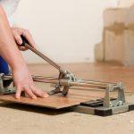 Как резать без сколов керамическую плитку плиткорезом