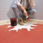 Почему пол липнет, когда высохла краска?