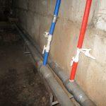 Кто должен чинить протечки труб в перекрытиях дома