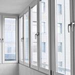 Теплое остекление балкона: в чем выгода такой услуги?