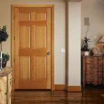 Почему нельзя ставить дешевую дверь в ванную комнату