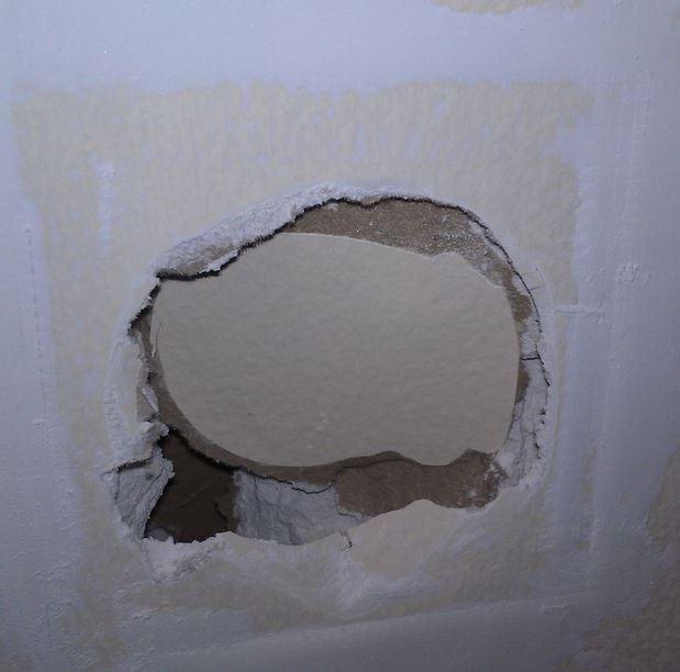 как замазать отверстие в стене