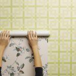 5 причин почему отходят от стен поклееные обои