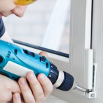 Как безопасно просверлить отверстие в пластиковом окне