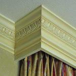Чем красиво заделать щель между подвесным потолком и карнизом