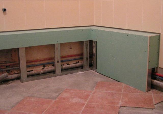 Как аккуратно спрятать трубы отопления в частном доме