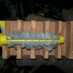 Как закрепить дюбель в большем по диаметру отверстии