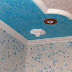Почему не стоит применять жидкие обои для отделки потолка