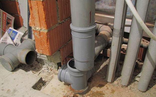 Как правильно стыковать трубы при укладке канализации
