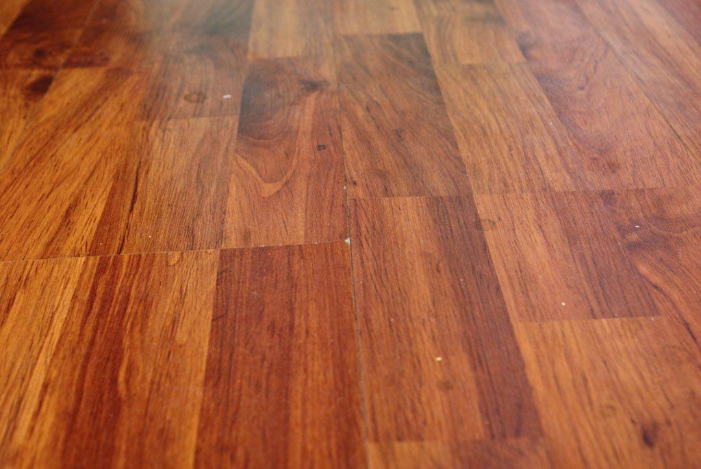 Разошлись пазы ламината: как исправить без переукладки