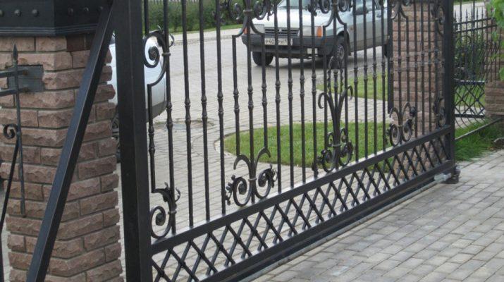 Кованые ворота — свидетельство хорошего вкуса