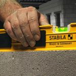 Как простым методом проверить строительный уровень на точность