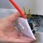 5 причин почему может искрить выключатель и как это исправить