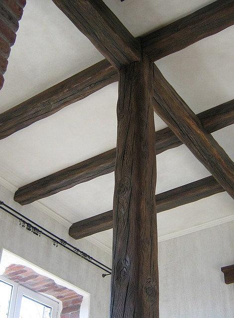 """Как скрыть """"волну"""" на потолке декоративными балками"""