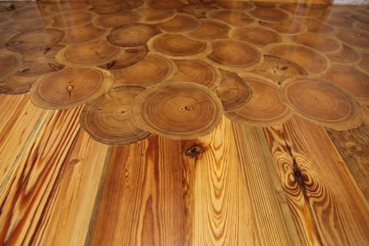 Как из древесных спилов сделать необычный пол в доме или на даче