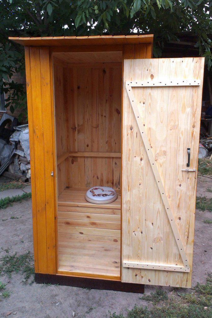 Как быстро поставить дачный туалет из бруса