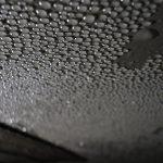 Отчего появляется конденсат на потолке в ванной и как это исправить