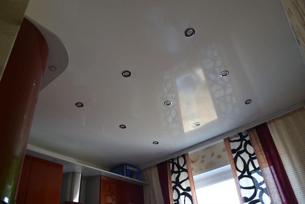 5 проблем тех, кто выбрал дешевые натяжные потолки для ремонта