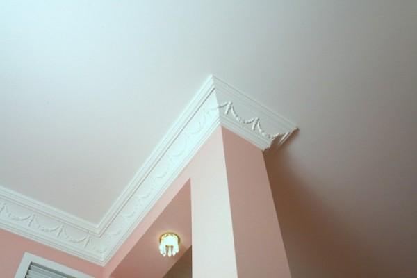 Чем приклеить багет для потолка, чтобы не отвалился