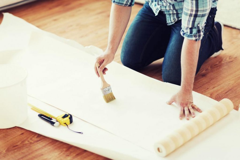 Расходятся стыки обоев: 5 причин проблемы и лучший способ ее исправить