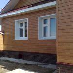 Почему деревянный дом нельзя обшивать сайдингом