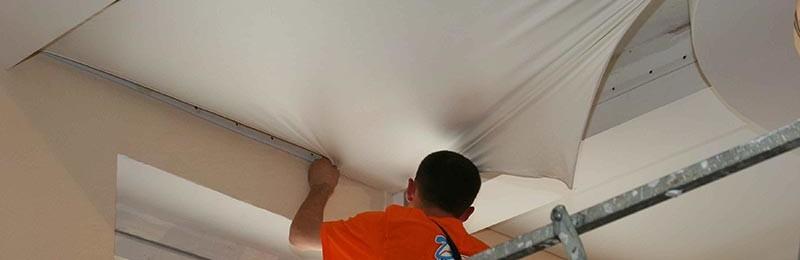 Как провести демонтаж натяжного потолка с гарпунным креплением