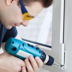 Почему нельзя ставить новые окна и входную дверь до выравнивания стен