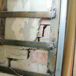 Как надежно укрепить стену дома, если в ней появилась трещина
